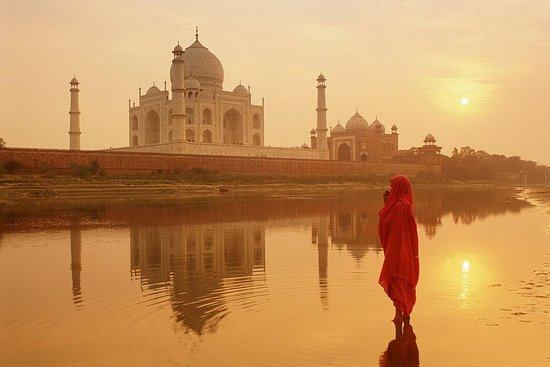Dawn In The Beauty Of Taj - Med bil fra...