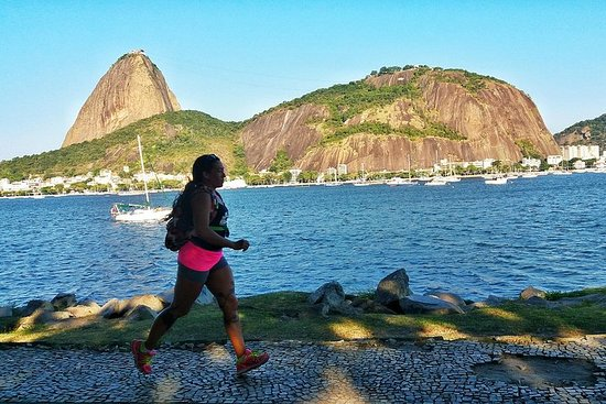 Running across Flamengo Park to the Sugar Loaf Resmi