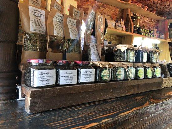 Иван-чай – кладезь витаминов и микроэлементов, целебный отвар этого растения излечивает многие болезни и придает бодрость организму.