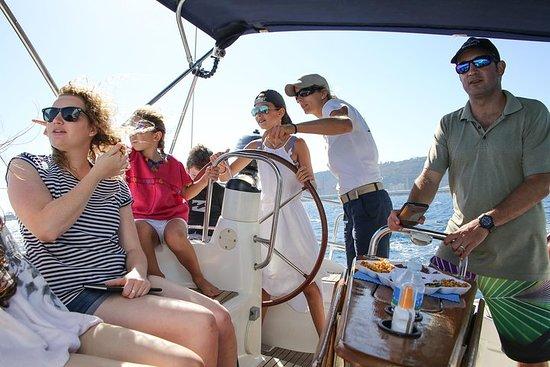 Experiencia en barco desde Port Vell...