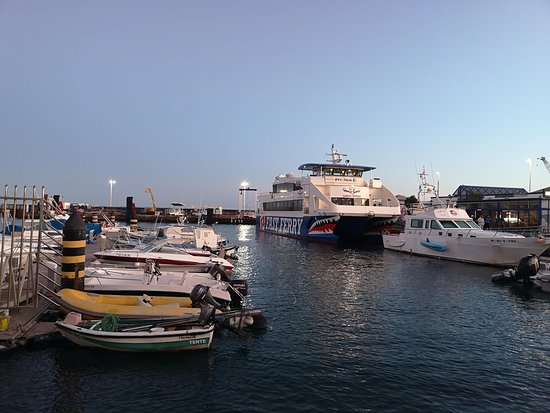 Lanzarote: Ferry return ticket to Fuerteventura with wifi: It has teeth!
