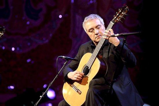 バルセロナのサンタ・マリア・デル・ピ教会でのスペインギターのコンサート