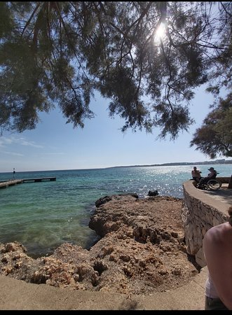 Cala Millor, Spanien: Waiting for the boat to arrive