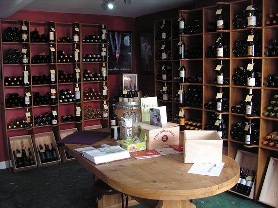 Portarlington, Irland: Interior of The Wine Buff
