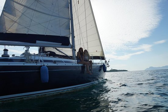 Viaggio in barca a vela verso baie