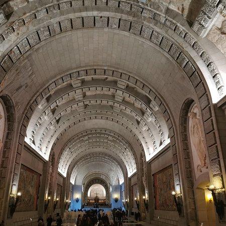 Exterior e interior del Valle de los Caídos.