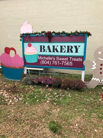 Michelle's Sweet Treats in Warsaw, VA has been voted top bakery of the Northern Neck. Always a great stop for any baked good.