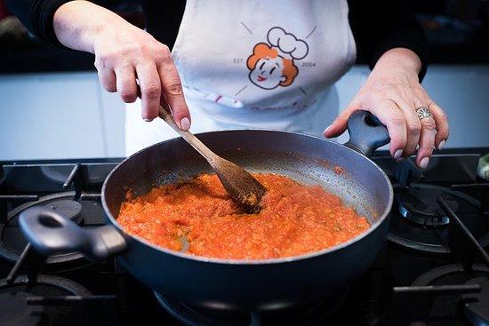 在Cesarina的家中私人烹飪課,在蒙特普齊亞諾品嚐
