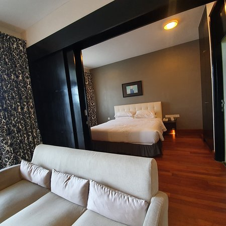 Deluxe suite with 2 bedrooms, 1 king and 1 queen bed