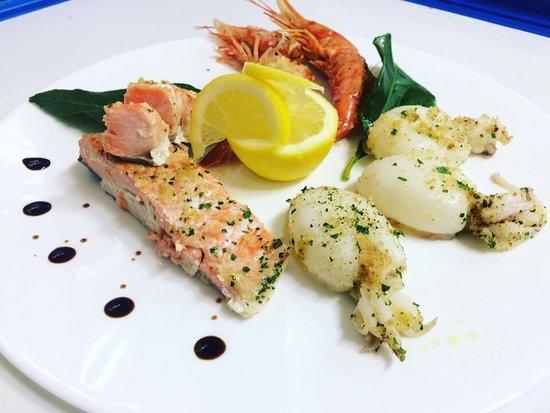 Tris Mare con Salmone , Gamberoni e seppioline gratinate 👨🍳