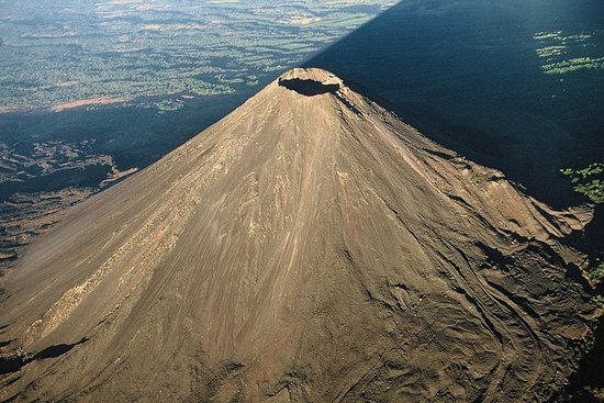 Combo Tour: Colonial Route & Volcanoes...