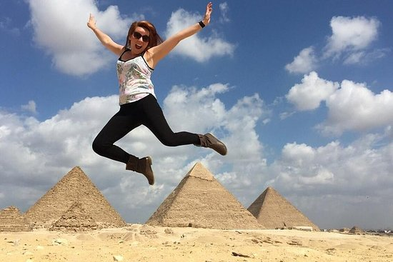 Private Guided Day Tour of Giza and...