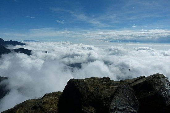 Trekking a Pico de Loro