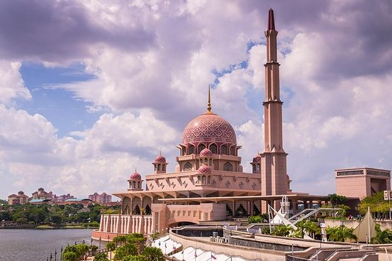 Putrajaya Tour With Perdana Putra From...