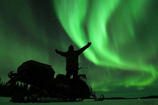Experience the Northern Lights from top of Mt Ednamvárri with 360...