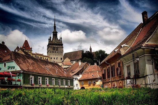 2-Day Small-Group Tour to Dracula's Castle, Rasnov Fortress, Peles...