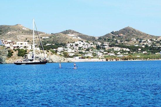 Naviga nelle isole greche delle Cicladi
