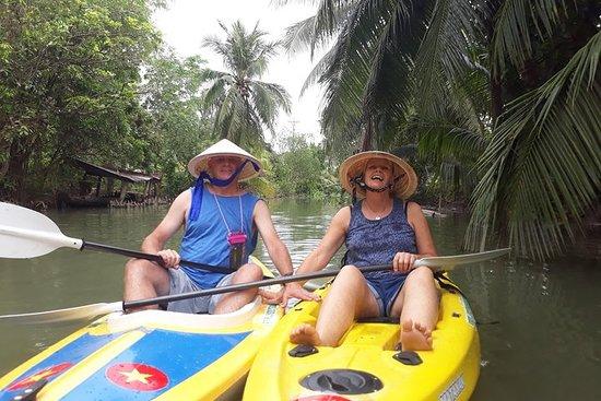 乘皮划艇和乘船一日游体验湄公河生活