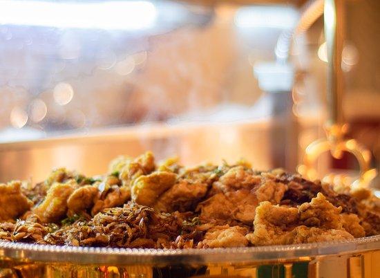 Seafoods Night Theme every Tuesday from 6:30pm. إكتشف المأكولات البحرية الطازجة المحضرة على ذوقك في ليلة المأكولات البحرية كل ثلاثاء في مطعم الديرة