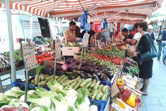 Visita al mercado local y clase de...