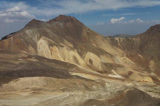 4 topper av fjellet Aragats