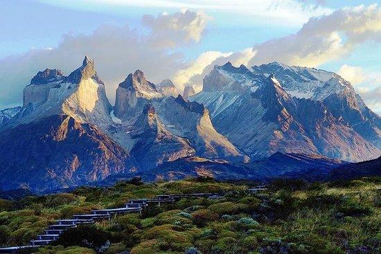 Fotografia de Viagem diurna para o Parque Nacional Torres del Paine: excursão em grupo