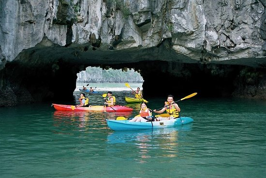 Foto 6 Hours Halong Bay Cruise On Titop Island & Swimming With Lunch On Deluxe Cruise