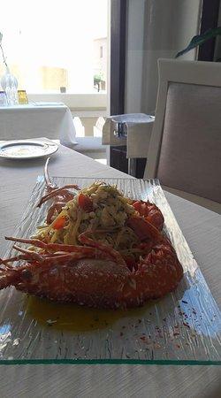 Restaurant Cinque Archi: Linguine (Pasta fresca dello Chef) con Aragosta di fondale  e pomodorini BIO