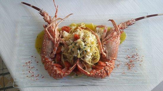 Restaurant Cinque Archi: La nostra Linguine (pasta fresca dello Chef) con Aragosta di fondale e pomodorini BIO
