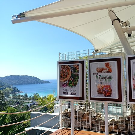 If you are looking for a restaurant with a beautiful view like this, this will meet your needs.