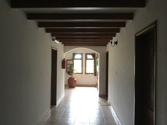 Los Toldos, Argentina: Hallway in guest building