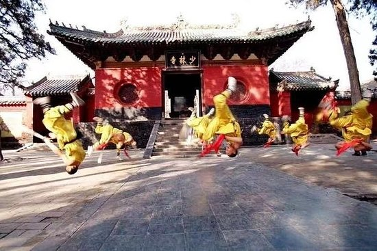 Private 3-Day Tour Featuring Shaolin Temple and other Must-See Spots...