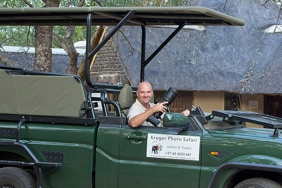 Big 5 Full Day Open Vehicle Safari with Pro Wildlife Photographer.