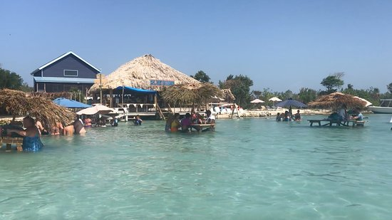 Амбергрис-Кайе, Белиз: Blue Bayou over the water bar and restaurant at Secret Beach on Ambergris Caye, Belize.