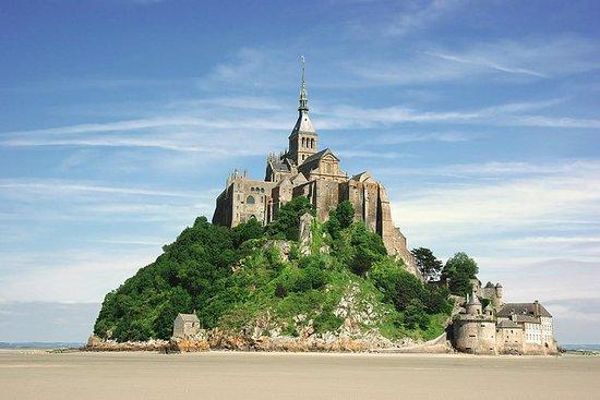 来自巴黎的圣米歇尔山一日游在Mere Poulard和Abbey...