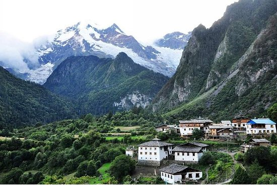 5 Days Meili Snow Mountain and Yubeng Village Trekking Tour