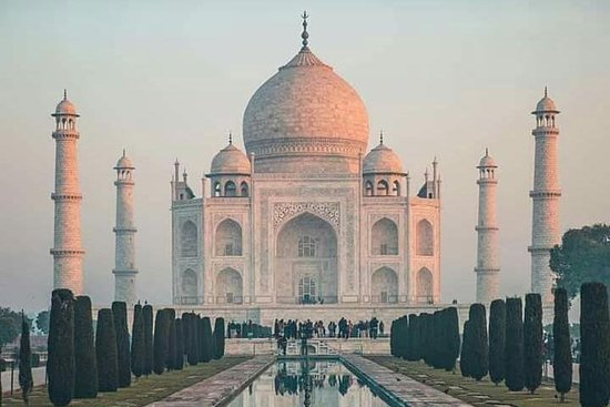 泰姬陵日出和阿格拉堡从德里乘汽车游览
