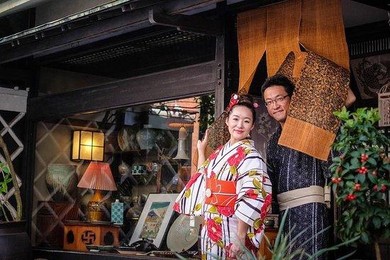tourist spots in kimono, make tranditional teacake Higashi and drink...
