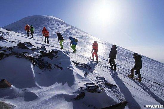 Yuzhu Feng Expedition, Klettern auf...