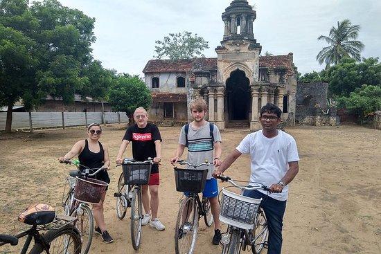 Faire du vélo dans la ville de Jaffna...
