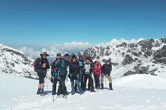 迷人的Langtang山谷徒步一周徒步旅行