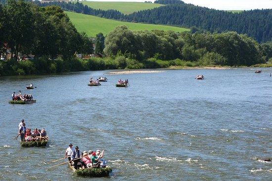 Rafting nella gola del fiume Dunajec nella Polonia meridionale, tour