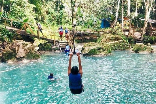 Private Full-Day Tour to the Blue Hole and River Gully Rain Forest from Kingston 사진