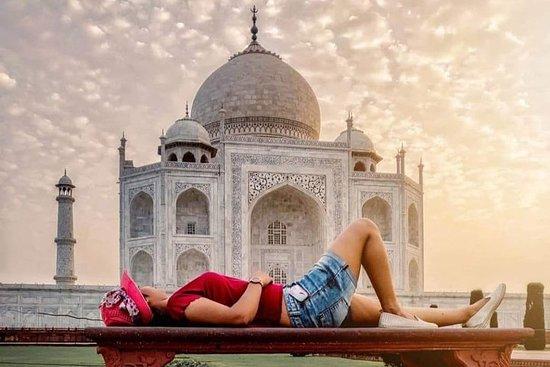 来自德里的阿格拉泰姬陵一日游与向导