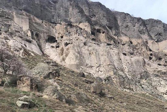 Vardzia - cidade da caverna. Castelo...