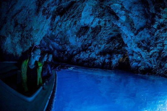 スプリットから6つの島と青の洞窟を巡るツアー