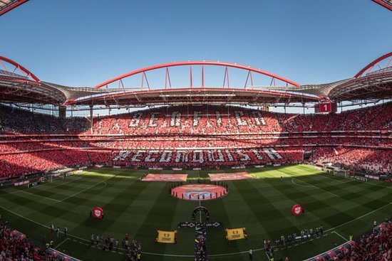 Visita al estadio de Benfica y...