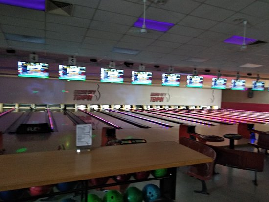 Porirua, New Zealand: The bowling lanes