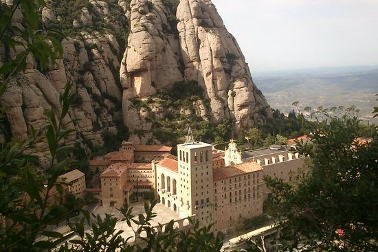 Montserrat Magical Night Tour with Hotel Included