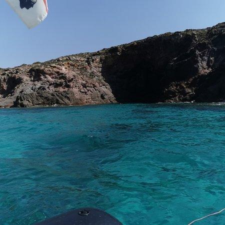 Сант-Антиоко, Италия: Vieni a scoprire le acque cristalline e l'atmosfera magica nelle isole di sant'antioco e carloforte 🐬🐬🌊🌊